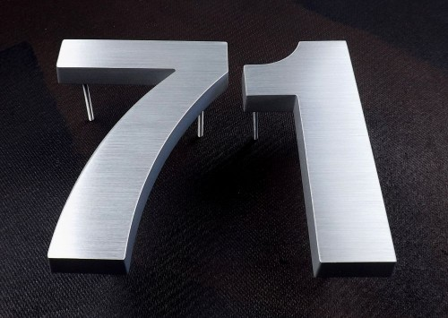 brushed-aluminium-numbers-200mmhigh-19mmthick
